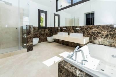 contemporary villa for sale016