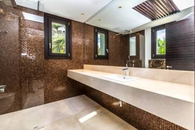 contemporary villa for sale020