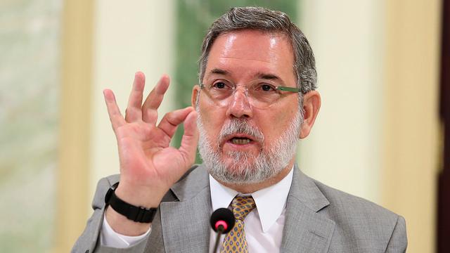 Roberto llama insolente y chantajista a Leonel Fernández