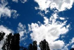 dia nublado con nubes claras