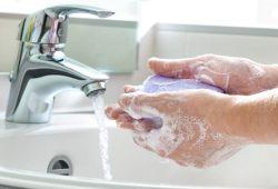 El jabón es lo mejor para lavarse las manos