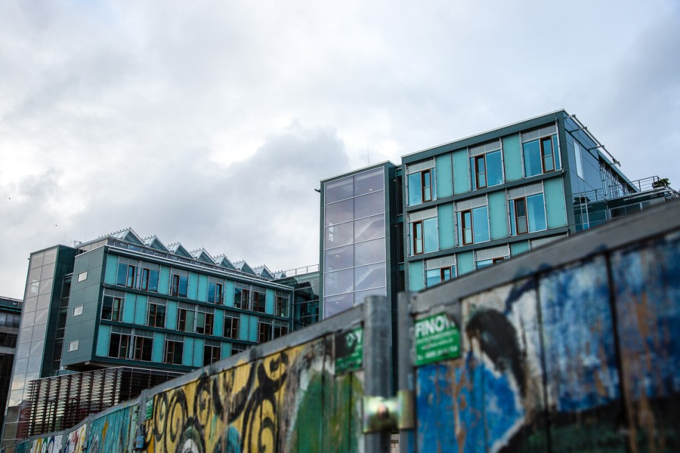 Apartments and Graffiti near the government buildings in Berlin | LOST NOT FOUND | Berlin | Germany | Deutschland