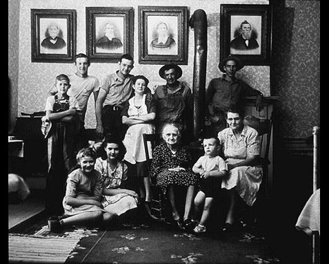 038 - Family portrait, Nina Leen, Time, Inc