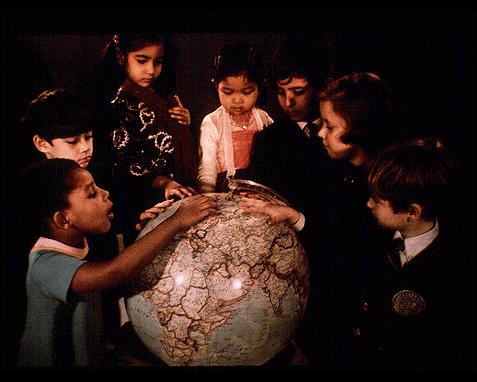 074 - Children with globe, UN