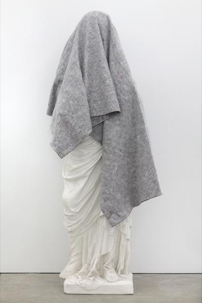 Klaus Weber - Elisabeth in Folds -Sculptuur en doek