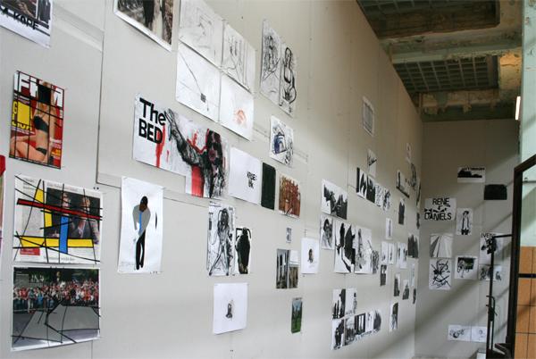 Erik van Lieshout - keine Kohle, kein Holz - video installatie met sculpturen en tekeningen