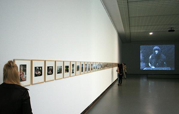 1998 - Daan van Golden - Youth is an Art - Kleurenfotos achter ingegraveerd en met verf ingevult glas in lijst