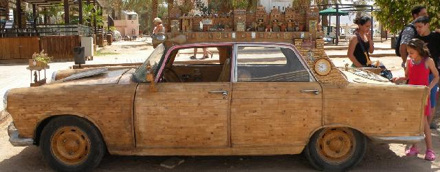 """Er stond een leuke auto op Trendbeheer, en later ook op Incubate blog. Dus om verder mee te gaan met de rare auto hype, een collectie vreemde """"auto's"""". Genoeg om […]"""