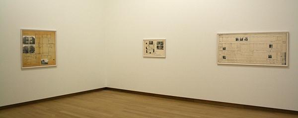 Jan Dibbets - 5 sokkels voor een museum - Foto, kleurpotlood en collage op papier