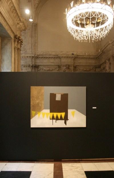 Anne Schiffer (1980) 9 gele vlaggetjes en een zilverkleurig vlak