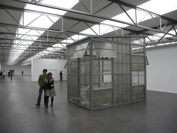 Transparent Room - Staal, glas en plastic, veel plastic