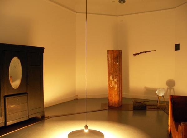 Joseph Beuys - Voglie vedere i miei montagne (ik wil mijn bergen zien) - Diverse voorwerpen en de gebruikelijke ingredienten als vilt en vet