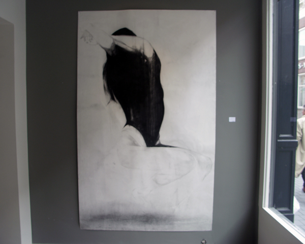 Anouk Griffioen - Sophie - 250x150cm Houtskool, lithokrijt en grafiet op papier