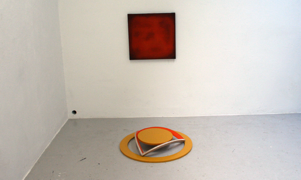 Het gat in de muur werkt samen met het werk van Sindbert wat vervolgens weer richting dat van Bouchez wijst