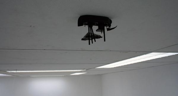 Bootje van Tamara Dees aan het plafond