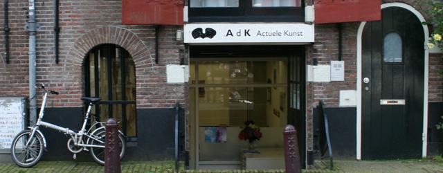 Tot en met morgen is in Amsterdam bij galerie AdK het werk van Jacqueline van den Bos (1960) en Jos Smeets te zien. Kort gezegd is het prima werk, maar […]