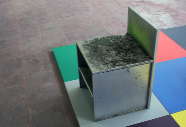 Donald Judd - Diverse aluminium meubelen & Jan van der Ploeg - Architectonisch Conecpt no325 (detail)