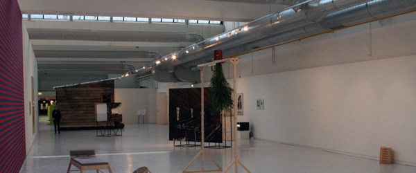 Momenteel is in Den Bosch een tentoonstelling van een vijftal kunstenaars met een band met de stad. Gekozen is voor hoofdzakelijk jonge kunstenaars. Barend van Hoek is dan een beetje […]