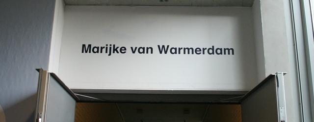 Onlangs opende in Boijmans een heuse solo show van Marijke van Warmerdam (1959), nu niet dat haar werk hier nooit eerder voorbij kwam, maar nog niet eerder in elkanders context. […]