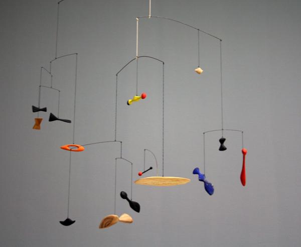Alexander Calder - Constellation Mobile - Hout, touw, metaaldraad en verf
