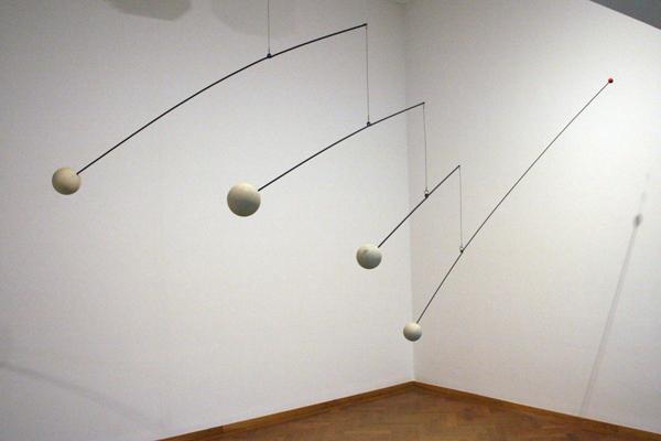 Alexander Calder - Zonder Titel - Hout, stalen stangen, metaaldraad en verf