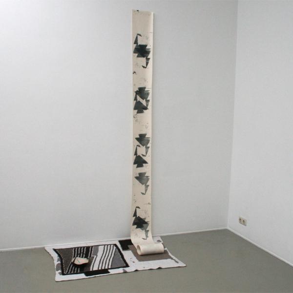 Bas van den Hurk - Untitled - Breiwerk, schaaltje en stencils