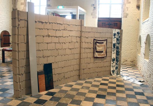 Bas van den Hurk - Untitled (Monte Zuma #2) - Cementhout, steen, koper, plexiglas, metaal, doek, papier en schilderij