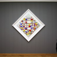 Onlangs was ik bij het gemeentemuseum te Den Haag voor de Calder tentoonstelling, waarover morgen meer. Daar hing dan de heel bekende Victory Boogie Woogie van Piet Mondriaan. Ooit gekocht […]