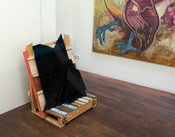 Hidde van Schie - My Shattered Maners - 102x63x84cm Perspex en beschilderd hout