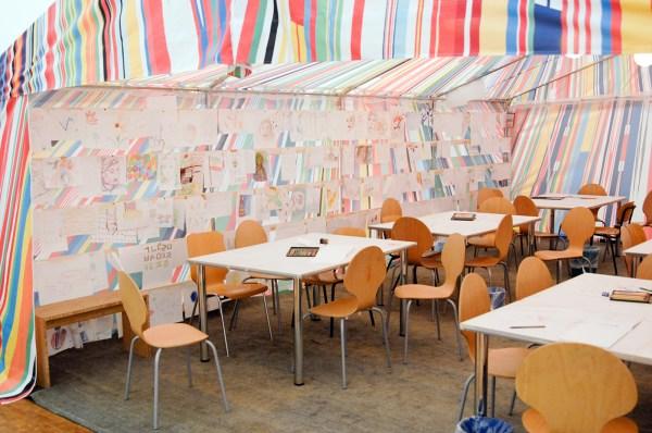 Meschac Gaba - Reflection Room - Tent en workshops voor kinderen