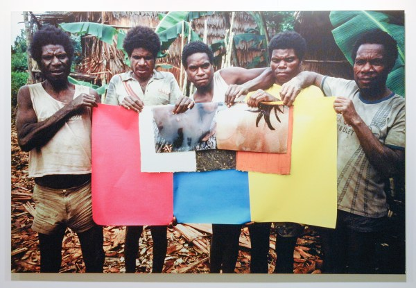 Roy Villevoye - Tjampoer (5 Asmat men holding the 3 primary colours, the 3 Asmat colours and 2 colour prints one with an Asmats girl's back, one with Dutch girl's back) - 123x195cm Cprint op aluminium, 1994