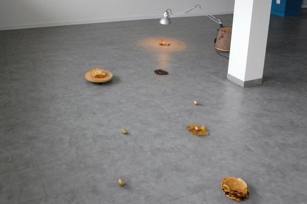 Francis Denys - Onbekende titel, installatie met pannekoeken