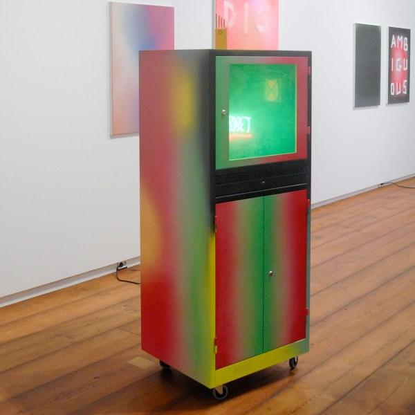 Marc Bijl - Data Love - 170x68x60cm Poeder coating op metaal, neon met de tekst 'internet' en rookmachine