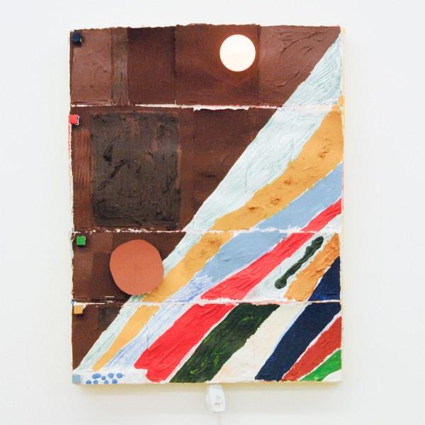Austin Eddy - Me, A Mountain - 40x30cm, Papier, hout, textiel, punaises, olieverf, acrylverf, waterverf, kleurpotlood, licht en klokmotortje