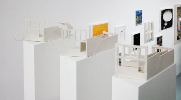 Luuk Schroder - 9 Possibilities of Viewing Space - Serie van klei modellen gebasseerd op de galerieruimte