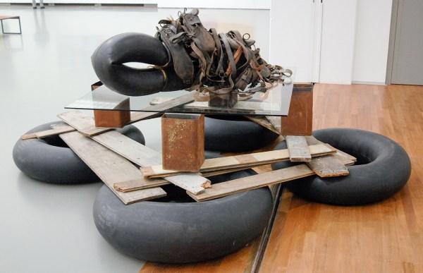 Carel Visser - Dier - Rubber, leer, blik, glas en hout