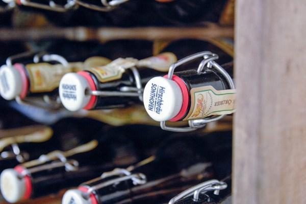 Jan Hendrikse - Kratjeswand - Kratjes met bier, 1962-2011