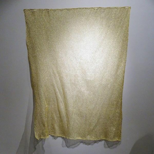 Sarah van Sonsbeeck - One bar of gold, tapestry #1 - 179x141cm Gemetaliseerd textiel draad