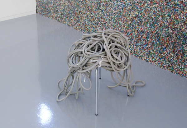 Peggy Franck - Sally Sitting On Chair - 68x50x109cm Stoel, rubber en nylon draad