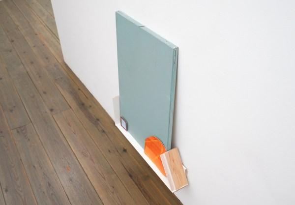 Paul Drissen - The Present, Present, Present - 62x71x11cm Hout, gesso, gouache, papier en stalen naalden (detila0