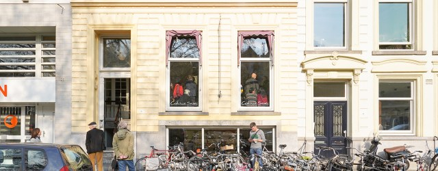 """Ooit overwoog ze om een galerie te openen in het havenkwartier van Rotterdam onder de naam """"Nieuw Amsterdam"""". Of dat strategisch zou zijn om zo kunst aan te bieden in […]"""