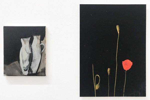 Marie Reintjes - Twee vazen - 30x25cm, Acrylverf en houtskool op katoon & Joris Boekhoven - Poppy - 56x40cm Archief print op dibond