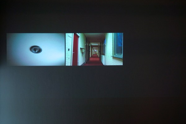 Amber de Jong - False Space and Time of the Apartment - Video installatie