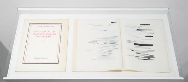 Marcel Broodthaers - Un coup de des jamais n'abolira le hasard - 33x25cm Kunstenaarsboek