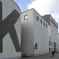 In iets meer dan tien jaar timmerde hij een van de belangrijkste oeuvres in elkaar in naoorlogs België. Marcel Broodthaers (1924-1976) begon pas op latere leeftijd met het beeldend kunstenaarschap. […]
