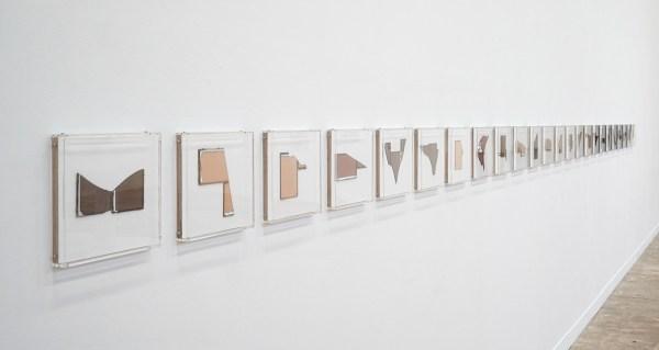 Anneke Eussen - Nothing gets lost in time - 26x26cm, oplage van 24, Gebroken antiek glas in 4 kleurnuances samengesteld tot een nieuwe omtrek (detail)
