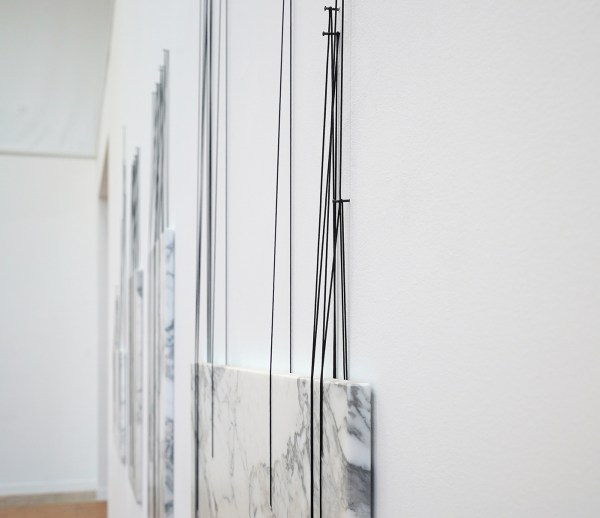 Anneke Eussen - Shifting Perception - 175x320cm, Marmer, zwarte koorden (detail)