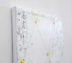 Ronald Zuurmond - Details of a Larger World (Raster II) - 50x40cm Olieverf en draad op canvas