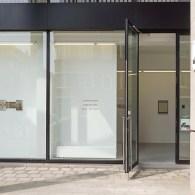 De afgelopen editie van ArtBrussels vond dus plaats in de vorm van een route door Brussels in plaats van de gebruikelijke beursruimte. Dat maakte onder andere dat presentaties die op […]