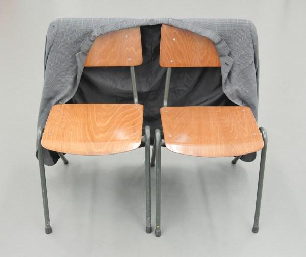 Ahmet Ogut & Cevdet Erek - Ahmet Cevdet Bey Jacket - Aangepaste blazer en twee stoelen